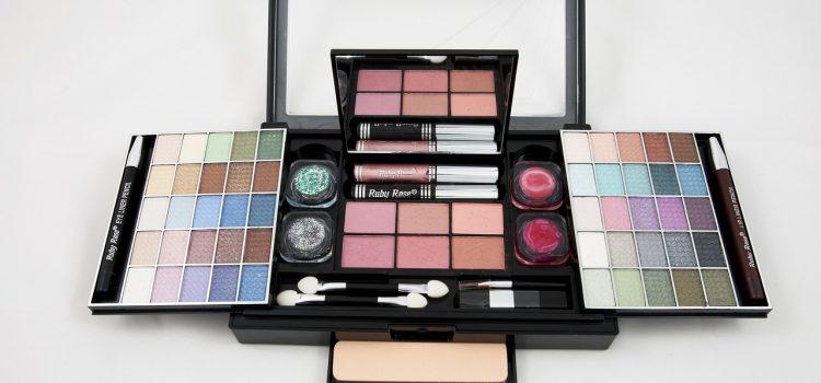 Quels sont les différents types de trousses de maquillage ?