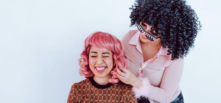 Comment lisser votre perruque avec violet de Amr ?